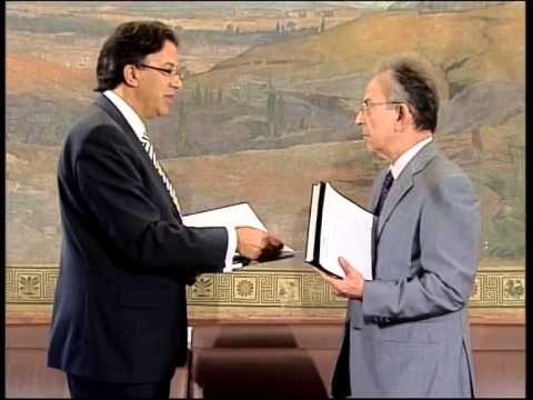 Ο Συνήγορος του Καταναλωτή κ. Ευάγγελος Ζερβέας και ο Αναπληρωτής Συνήγορος κ. Δημήτρης Μάρκου παραδίδουν την ετήσια έκθεση της Ανεξάρτητης Αρχής του έτους Ιουν. 2008 - Μαϊ. 2009 στον πρόεδρο της Βουλής κ. Δημήτρη Σιούφα.