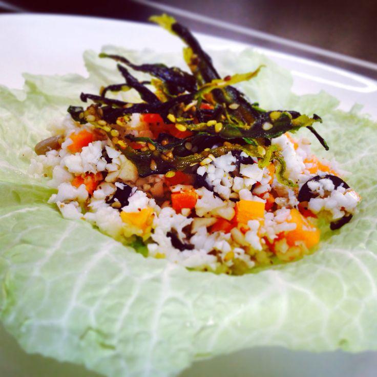 Insalata di Riso (Cavolfiore) con Sticks di Zucchine su Figlia di Verza - Rice Salad (Cauliflower) with Courgette Sticks on Cabbage Leave