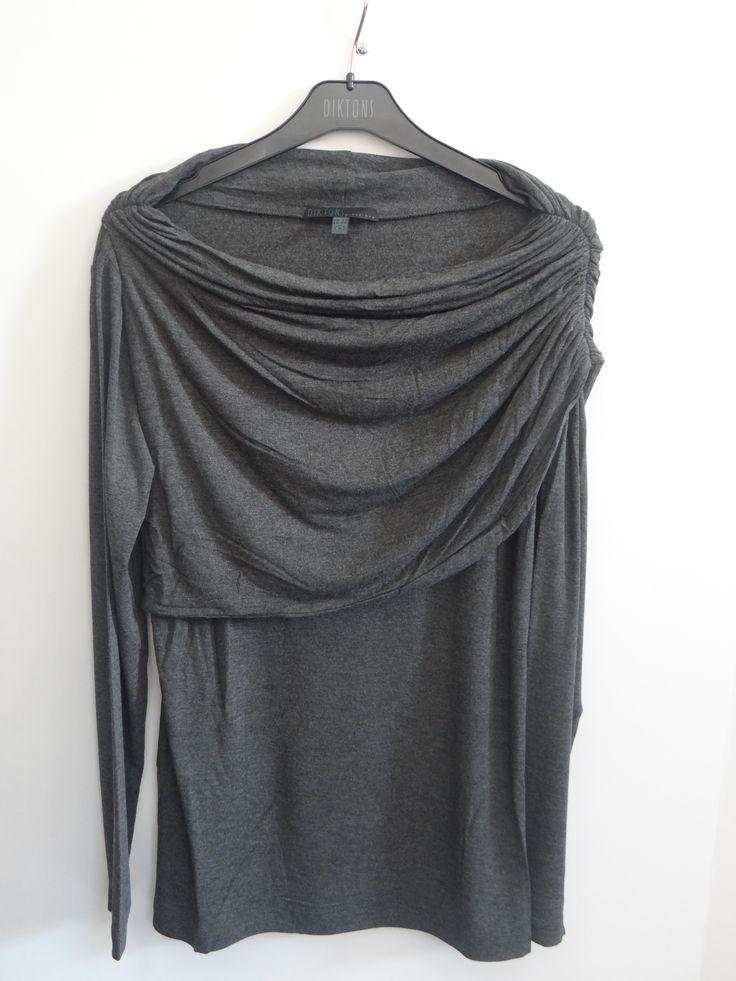 Camiseta cuello drapeado al hombro color gris
