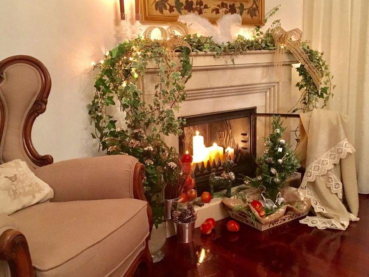 Chimenea francesa con decoraciones de Navidad - ConSumo Estilo