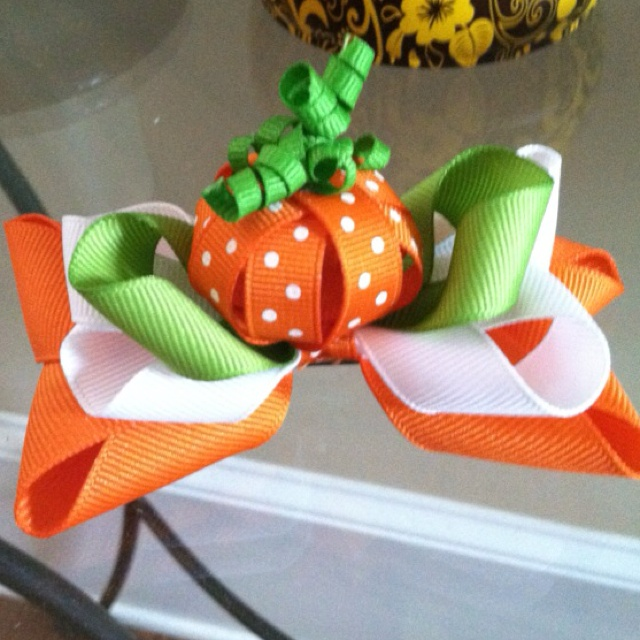 Thanksgiving hair bow. By Sabrina Faught.