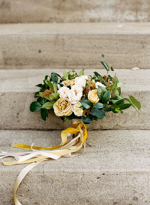 A stunning bouquet with mustard and amber hues.