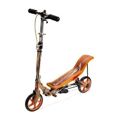 Step Space Scooter - oranje  Op de Space Scooter kan je op een geheel nieuwe manier steppen! Deze coole step ziet er flitsend uit en is geweldig leuk om op te rijden.  EUR 129.99  Meer informatie