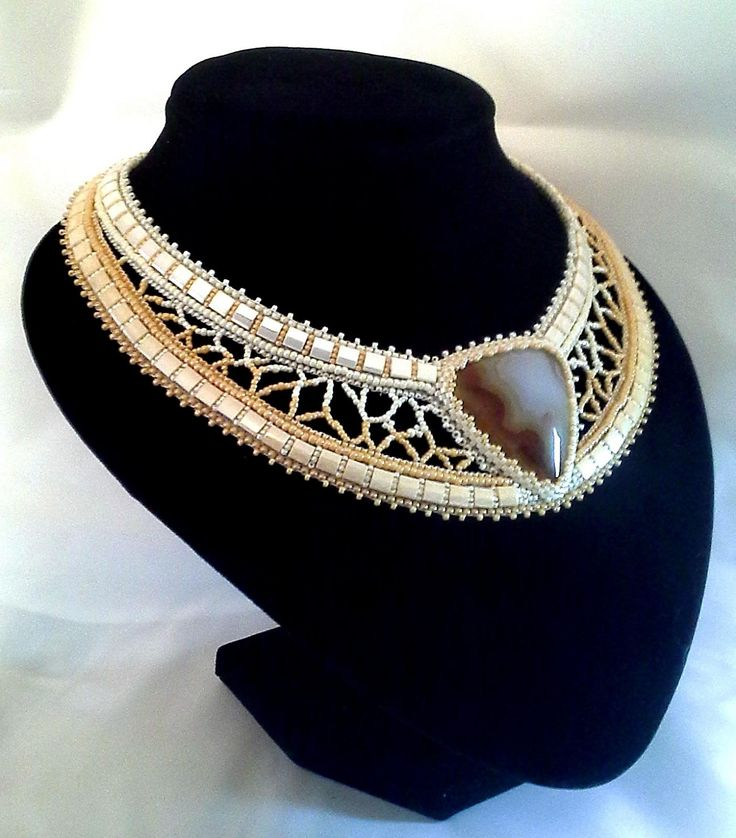 beaded collar with cab