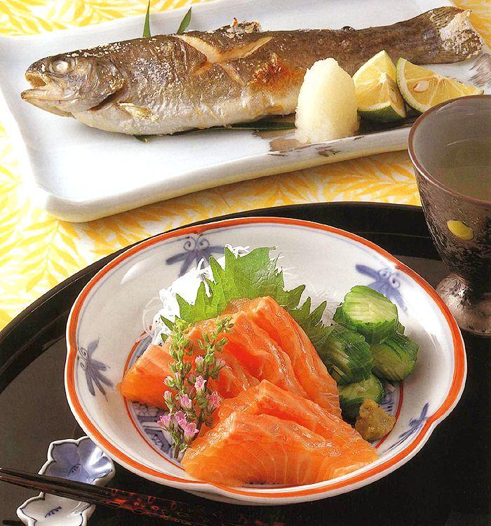 虹鱒の刺し身&塩焼き|レシピ一覧|料理レシピ|全国養鱒振興協会 ニジマスそのもののおいしさを味わうなら虹鱒の刺し身&塩焼き