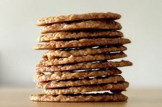 British Hobnob Biscuit | Alternatives to the Traditional Hobnob Biscuit.There is no denying that the traditional biscuit is the best,it has stood the test of time and remains the nation's favourite.However,if you do fancy a change then try one or two of these.Add a small handful of dried fruit such as raisins,currants or sultanas.Add them with the oats and stir carefully.Add a teaspoon ground ginger with the flour.This will give the biscuit a sweet biscuit still but with a hint of warming…