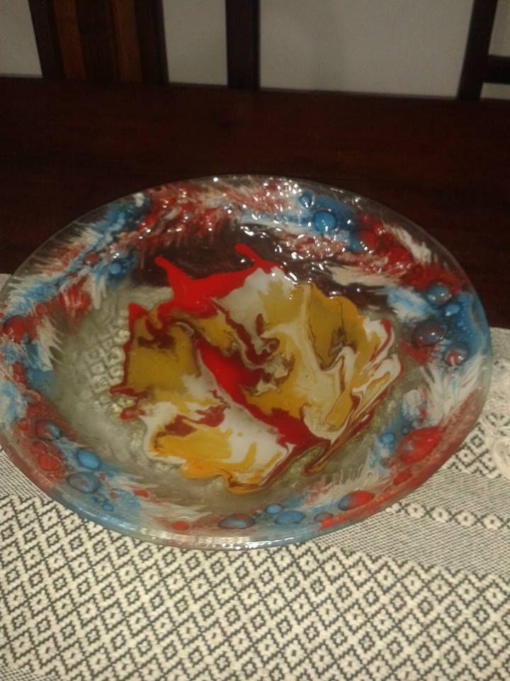 Centro de Mesa o Fuente porque permite la contención de alimentos , pintado entre vidrios fusionados en Horno ) Vitrofusión
