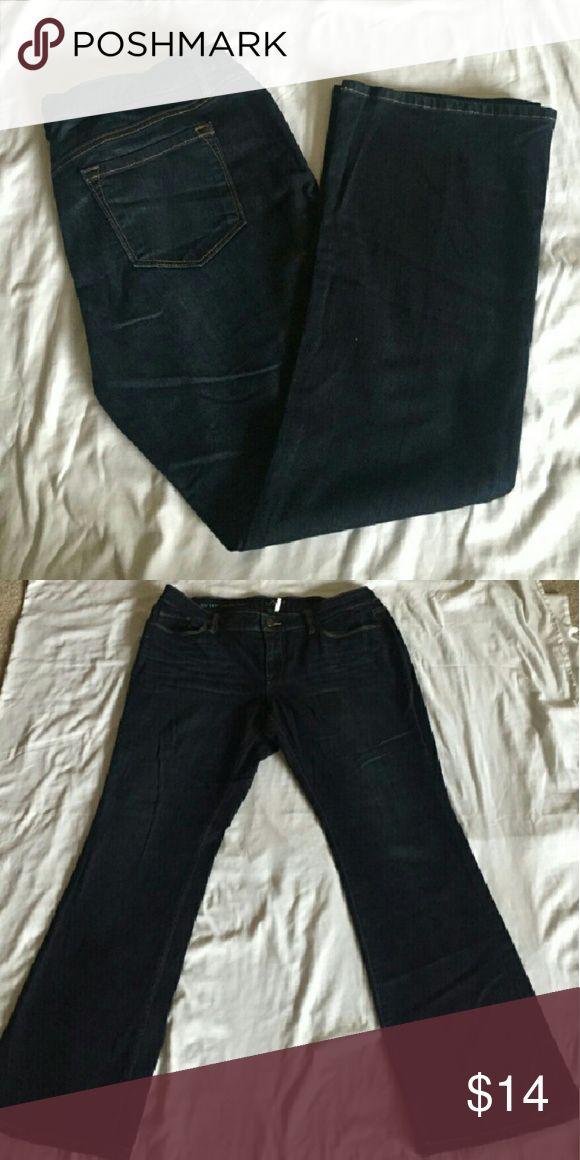 "Ann Taylor Loft Petites Modern Boot Women's Jeans Beautiful women's blue Petites modern boot jeans by Ann Taylor Loft size 32/14P ,in a great condition. Machine wach cold . Materials: 99? Cotton/1?Spandex. -Measurement: Waist:37"" Length:38.5"" Inseam:29"" Ann Taylor Loft Jeans Boot Cut"