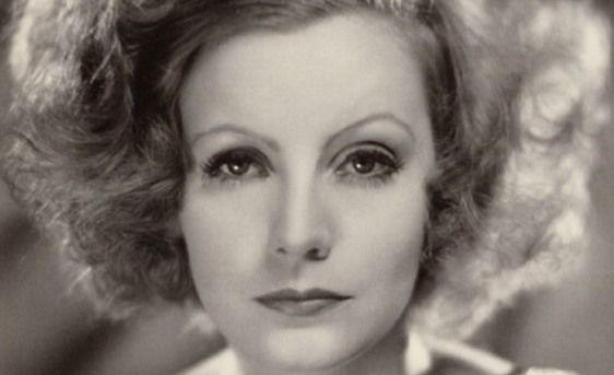 Greta Garbo. Kobieta sfinks i zimny płomień Szwecji * Najbardziej tajemnicza i samotna gwiazda Hollywood. Nienawidziła swojej popularności, uciekała od tłumów wielbicieli, nigdy nie dawała autografów, udzieliła zaledwie czternastu wywiadów w ciągu całego życia i nie pojawiła się na …
