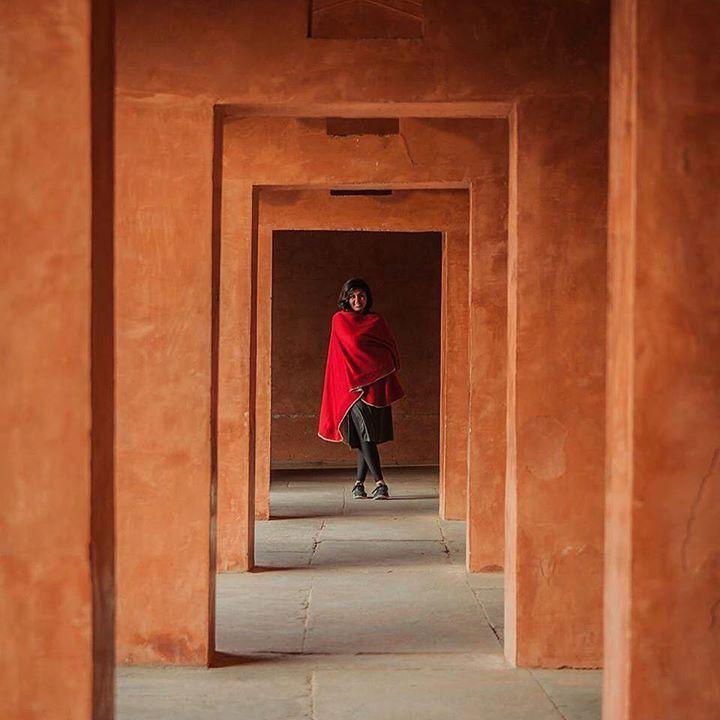by @shivsuchdeva #mytajmemory #IncredibleIndia #tajmahal Lady in red #photography #india #tajmahal #agra #incredibleindia #photoofday #travel