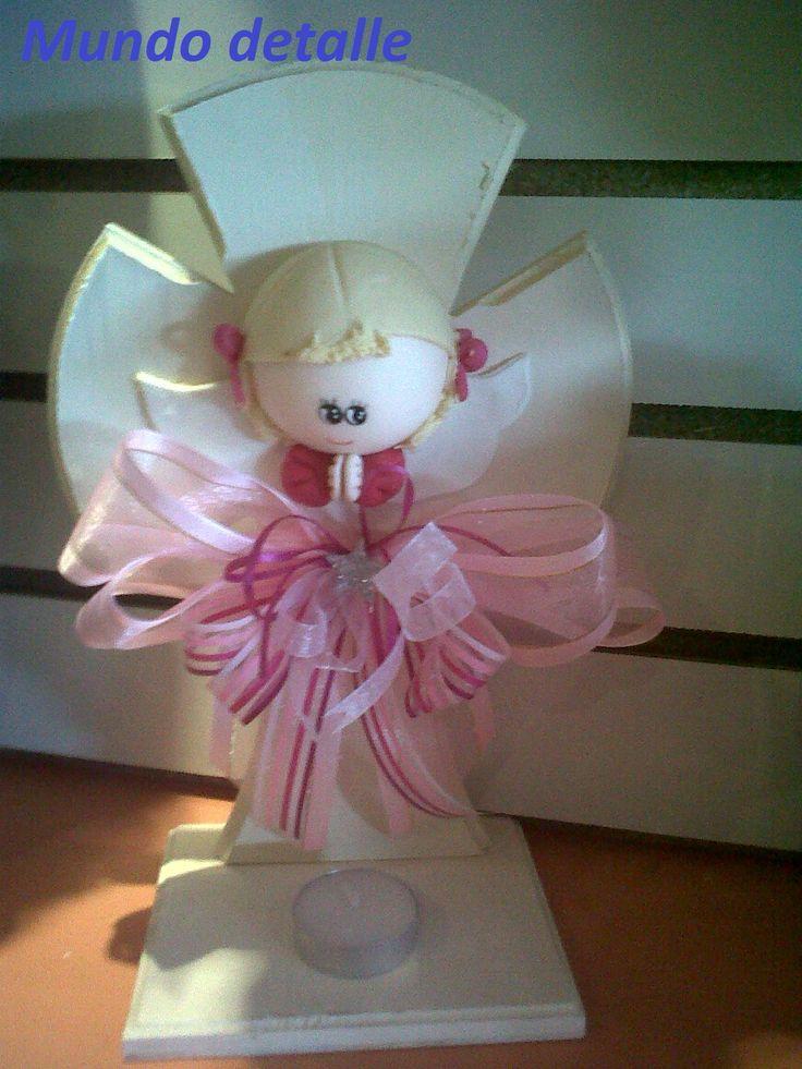 Cruz de madera con angel de pasta mas modelos en face for Centros de mesa de madera