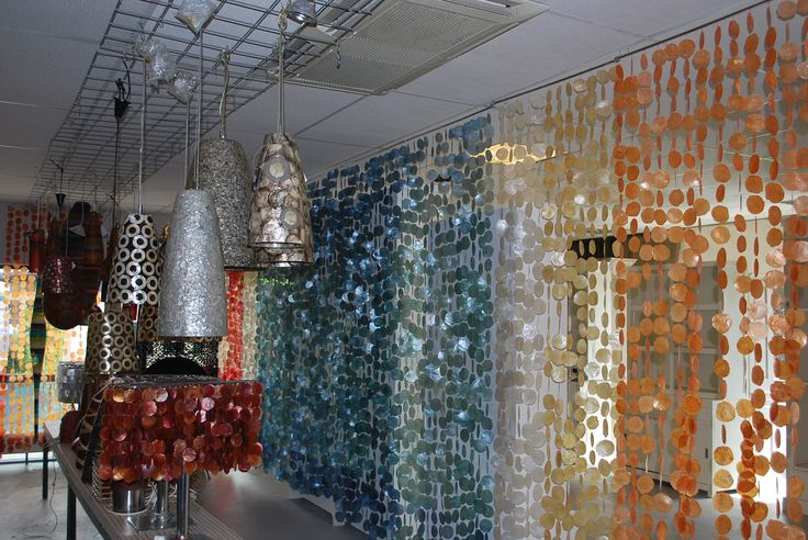 Prachtig deurgordijn multi-colored schelpen, 132,00 euro!!!!  #interieur #schelpen #shells #mermaid #aesthetic #decoratie #lamps