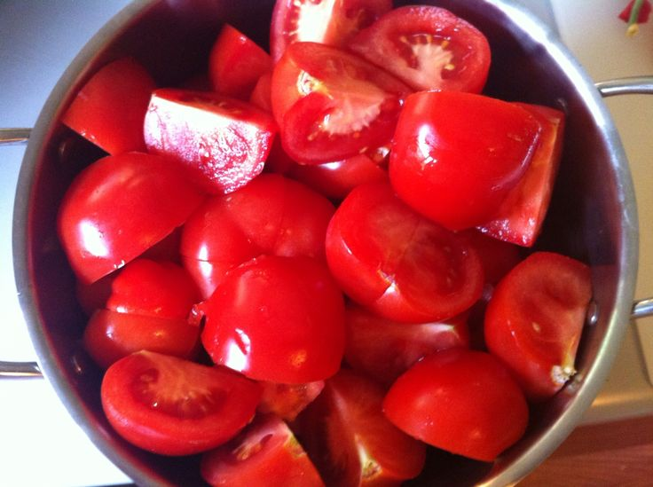 Make your own marinara sauce for pennies--tastes great and there's no peeling the tomatoes! Naturally Frugal: Food Week