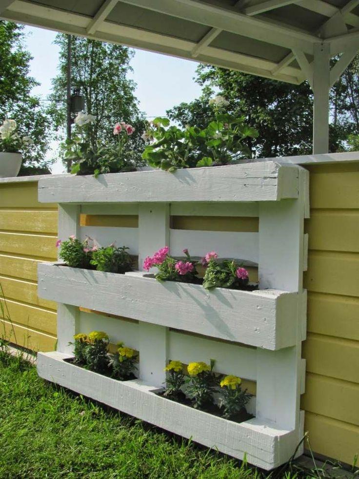 gartendeko blumenregal aus holzpallette zum selbermachen gardening pinterest blumenregal. Black Bedroom Furniture Sets. Home Design Ideas