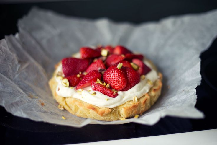 Opskrift: Mazarinkage med jordbær