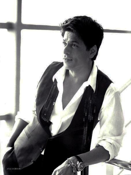 He makes sequins on a man look good. #SRK #Shahrukh #Bollywood