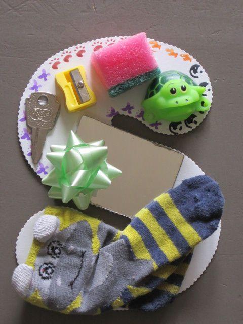 letter s: spons, sleutel, slijper, schildpad, spiegel, strikje, sok, streep, stempels