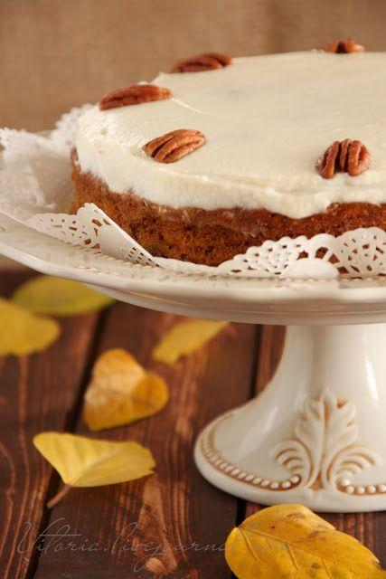 Морковный торт с орехами - 5 средних морковок 1 стакан коричневого сахара(200 г) 3/4 стакана растительного масла(180 мл) 3 яйца 1.5 стакана муки(210 г) 1 ч.л разрыхлителя 1 ч.л соды 1 /2 ч.л молотого имбиря 1 ч.л корицы 1/2 стакана орехов пекан порезать(можно взять грецкие орехи)  Крем: 1 коробочка(225 г) сыра сливочного маскарпоне сахарная пудра (по вкусу) лимонный сок