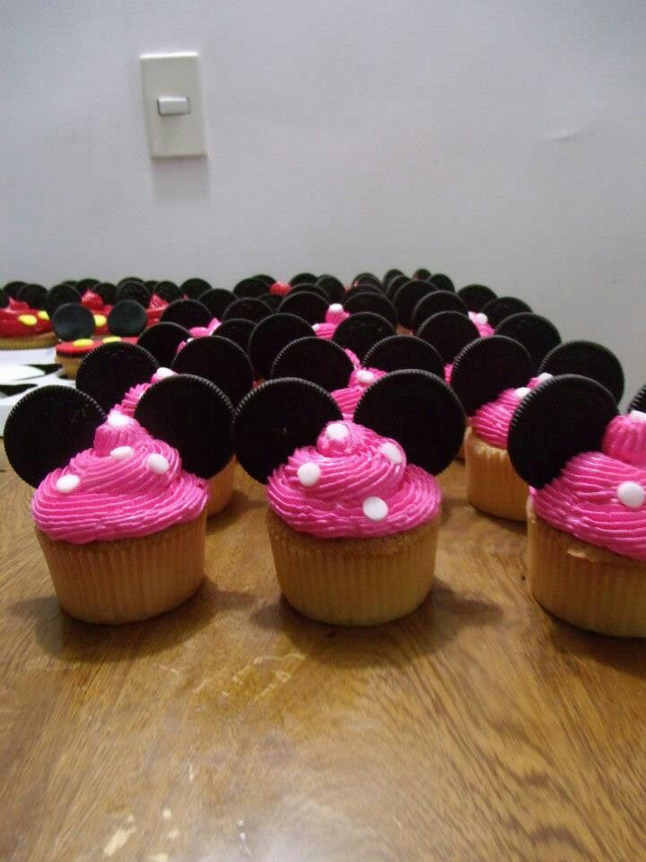 Minnie mouse cupcake with Oreo cookies ears