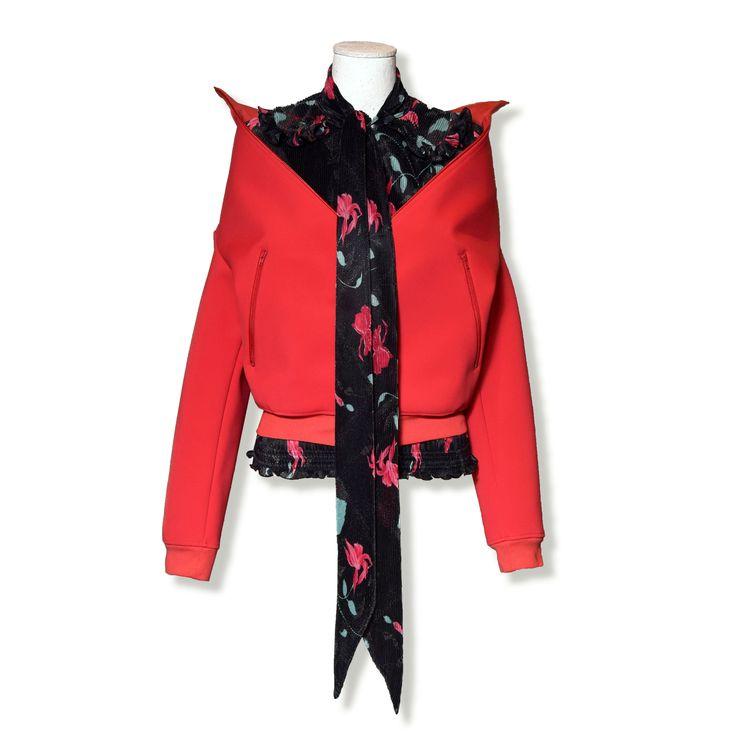 BALENCIAGA MOOD: drop-shoulder Swing jacket and plissè floral print blouse