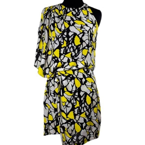SALE ❗️ HPRobert Rodriguez 100% Silk Dress HPRobert Rodriguez yellow black ivory silk print dress size 4. Robert Rodriguez clothing line has been celebrated within the fashion industry and worn by a number of a list celebrities ! 100% silk lining is 97% polyester 3% spandex. There is a zipper on the right side and the left shoulder clasp.   I actually saw this dress for sale on a consignment website for $290 used so this is a great deal. !  Robert Rodriguez Dresses Asymmetrical