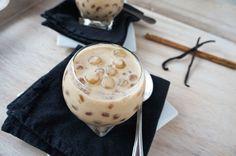 Perlas de tapioca en leche de coco y azúcar moreno