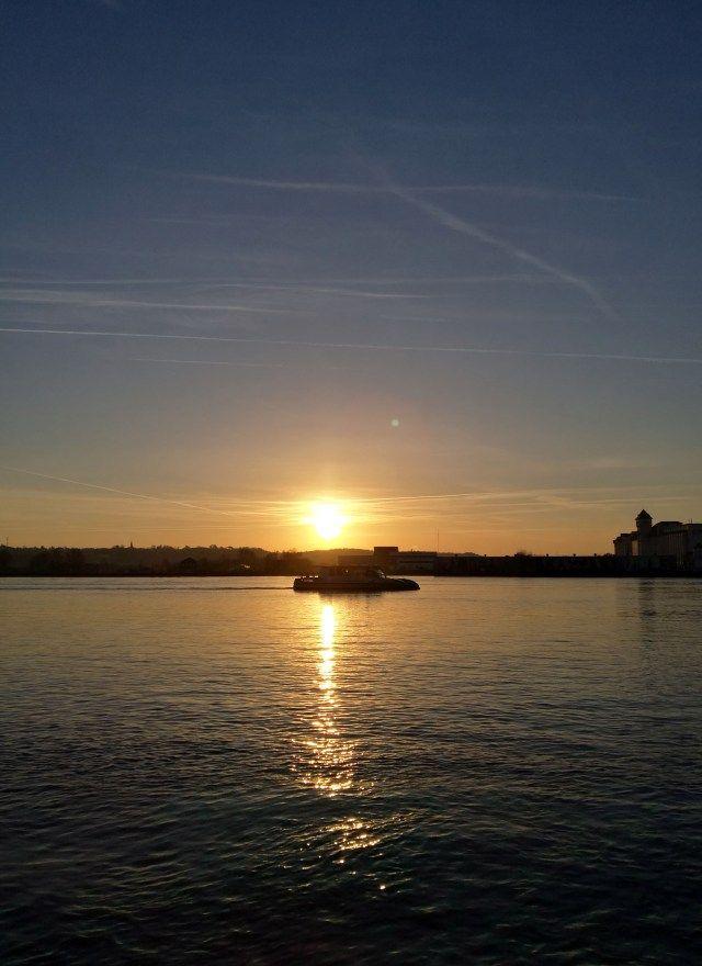 Batcub et lever de soleil sur la Garonne à Bordeaux - Infini-T Blog Bordeaux