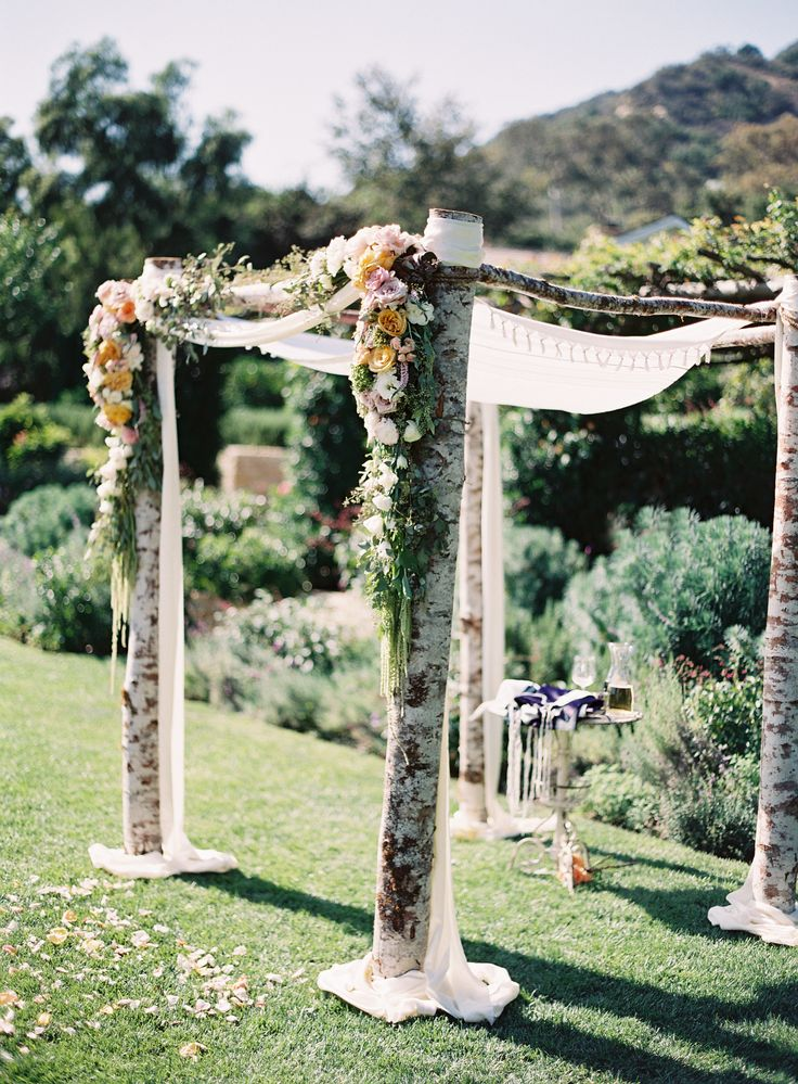 Romantic Wedding Setting!   Featured on #SMP: http://www.stylemepretty.com/2013/11/11/san-ysidro-ranch-wedding-from-patrick-moyer-photography   Photography: Patrick Moyer