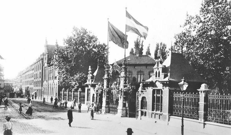 De ingang van de rotterdamsche diergaarde aan de Kruisstraat