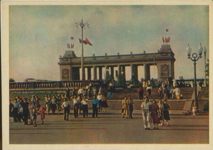 Вход в ЦПКиО имени Горького, 1950-е 1950-01-01 - 1959-12-31, г. Москва