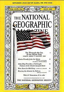 1943National Geographic-in kapağındaki ilk fotoğraf. 1943 yılında İkinci Dünya Savaşı sürerken Temmuz sayısındaki kapakta Amerikan bayrağı vardı.