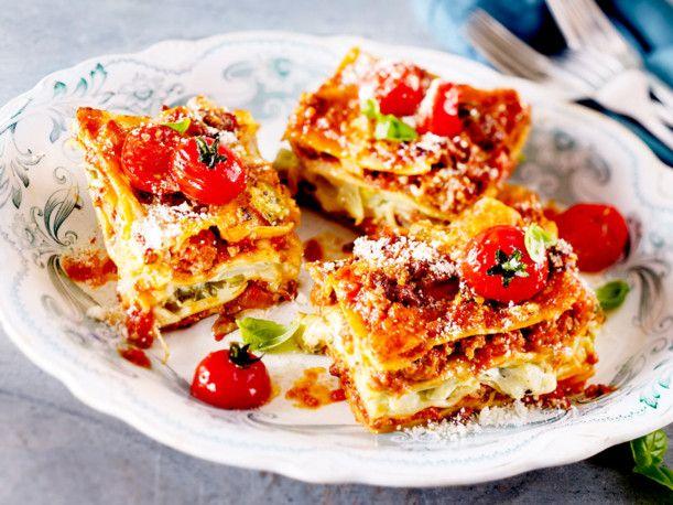 Unser beliebtes Rezept für Triple-Cheese-Lasagne mit Spitzkohl und mehr als 55.000 weitere kostenlose Rezepte auf LECKER.de.