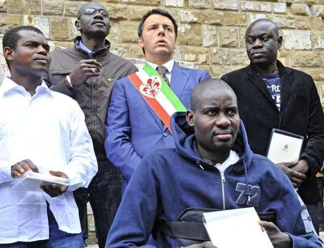Da sinistra Mor Sogou, Matteo Renzi, Cheikh Mbengue e Moustapha Dieng