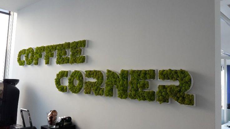 realisatie Any Green : logo letters in mos lychen