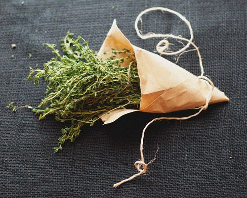 i grow so much thyme and can never use it all.  what a pretty little storage/gifting idea this is.