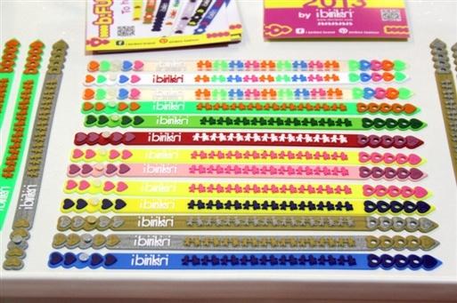coloratissimi i bracciali iBirikini, pronte per l'estate?  http://www.fashionsinner.com/2013/02/ibirikini-macef-milano.html
