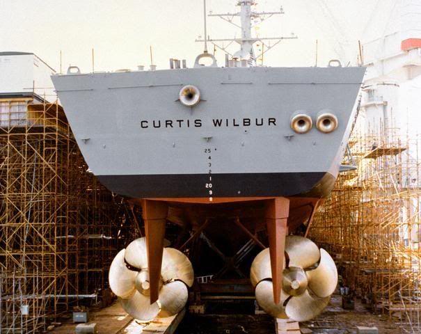 Arleigh Burke Class Destroyer USS Curtis Wilbur's Big 'ol Screws [605x480]