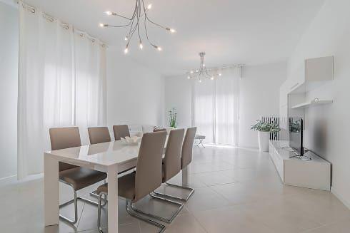 Soggiorno Open space: Sala da pranzo in stile in stile Minimalista di Facile Ristrutturare