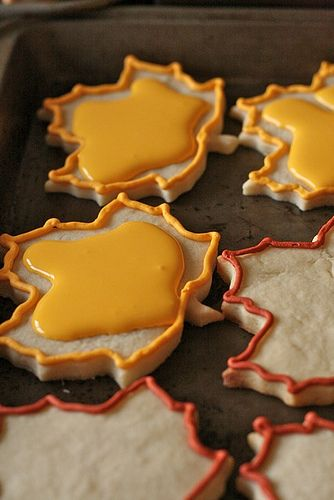 "frosting sugar cookies -- does this mean -- instead of frosting the way I've been doing, I can pipe an outline then allow a more liquid glaze-y frosting to spread on it's own??? Talk about your ""duh"" moment LOL -- I think I'll try cookie decorating again!!!"