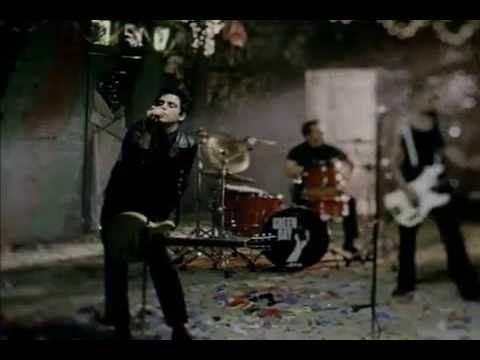 ▶ Green Day- Boulevard of Broken Dreams ( Official Music Video,) - YouTube