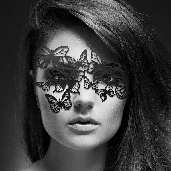 Ozdobna maska na oczy - Bijoux Indiscrets - Sybille. Uwodzenie jest najlepsze, gdy uwodzisz go sobą... Z pomocą przyjdzie Ci maska  #BijouxIndiscrets || #prezent #inspiracje #dlaNiej #dla Niego #prezentnarocznicę #striptiz #wieczórpanieński #pomysłnarandkę #odAlicji #namiętnybutik #motyle