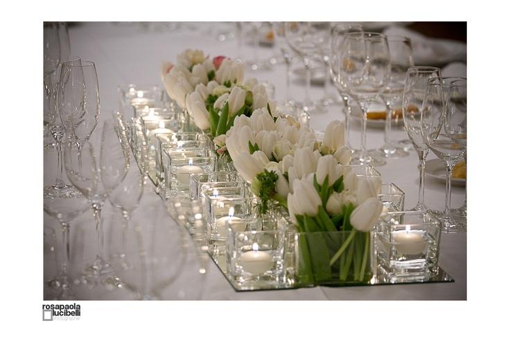 centrotavola candele e tulipani bianchi