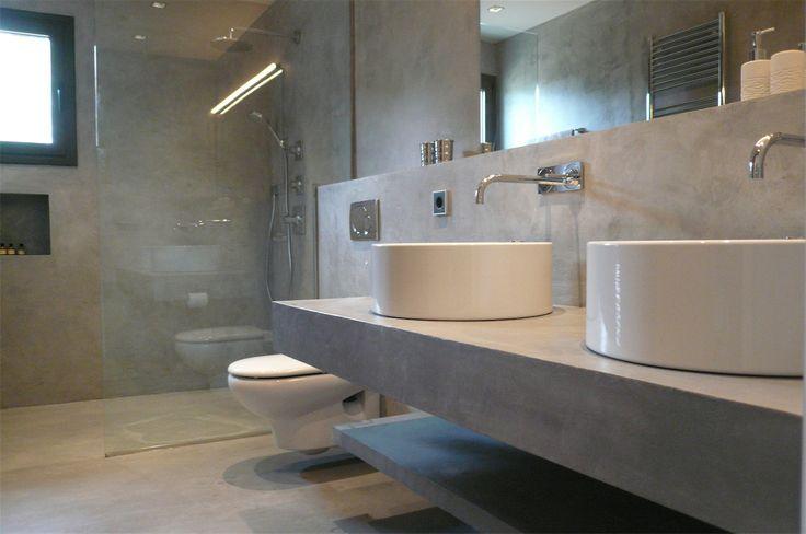 Enlucido de cemento en la pared, encimera y suelo de cemento pulido