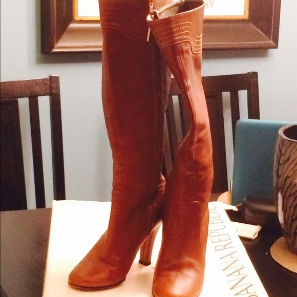 HP Banana Republic brown zip up boots. 6 Brown zip up knee high boots. New condition except sole. They are dark brown even though they photograph lighter. Shaft is 14 in H. Around calf is also 14 in. Banana Republic Shoes