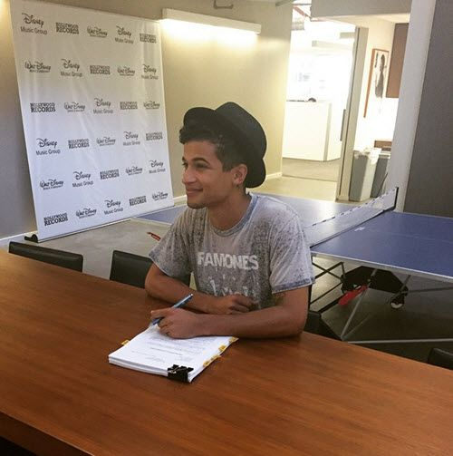 Jordan Fisher Has Signed With Hollywood Records March 24, 2015 - Dis411