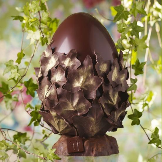 Hé oui... les oeufs, c'est ça aussi !!! Mais ceux-là, je ne les collectionne pas ! Je ne les mange même pas... Mais que c'est beau !!!  Chocolat Ampamakia Pure Origine Madagascar 68% de cacao. Garniture de petits oeufs Intense, d'oeufs croquants nougatine au chocolat noir et au chocolat au lait fourrés au praliné noisette.