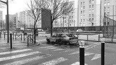 (Antoine_CLZ) Tags: banlieue urbain noiretblanc seinesaintdenis paris voiturebrûlée larosedesvents affairetheo aulnaysousbois