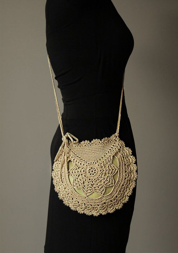 Vintage Style Crochet Bag. Inspired by 2 different vintage doilies. #crochet #bag #vintage