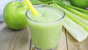 Mela verde, sedano e succo di aloe: questi tre ingredienti speciali possono essere combinati per dare vita a un centrifugato salutare e gustoso, un vero e proprio toccasana per il corpo.