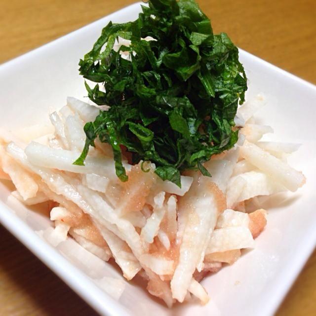 ビールのアテ 普通の山芋短冊も美味しいけど明太子和えもありやな 大葉たっぷりが好き 乾杯〜 - 167件のもぐもぐ - 山芋の明太子和え by tanuko